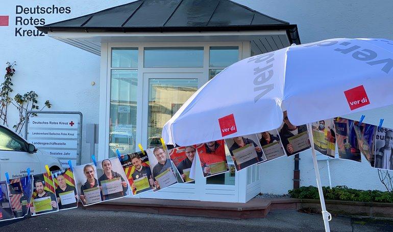 """350 Beschäftigte aus ganz Baden ziehen """"Fünf vor Zwölf"""" vor den Landesverband – auf Fotos!"""