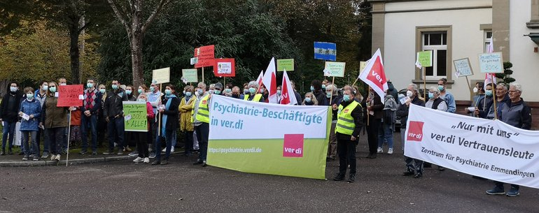 Protest im ZfP Emmendingen am 13.10.2021 vor dem zentralen ZfP- Brunnen!